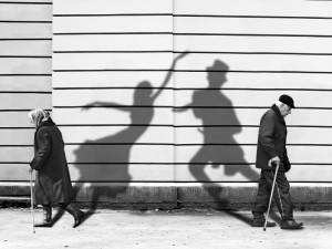 20080629171213_shadows-of-past-bw
